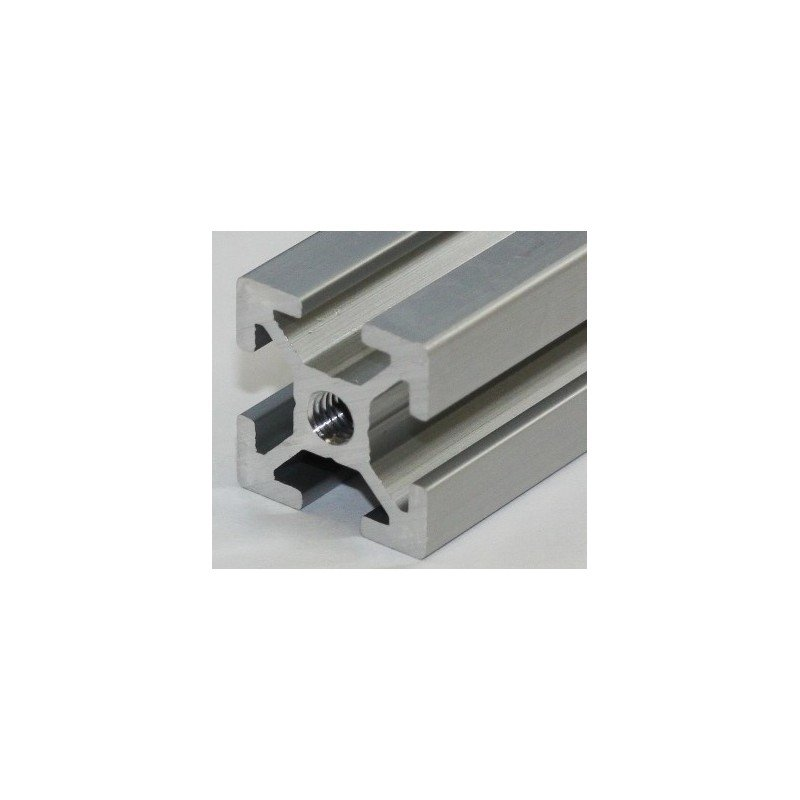 Taraudage d'une extrémité de profilé 20x20 système 6 mm