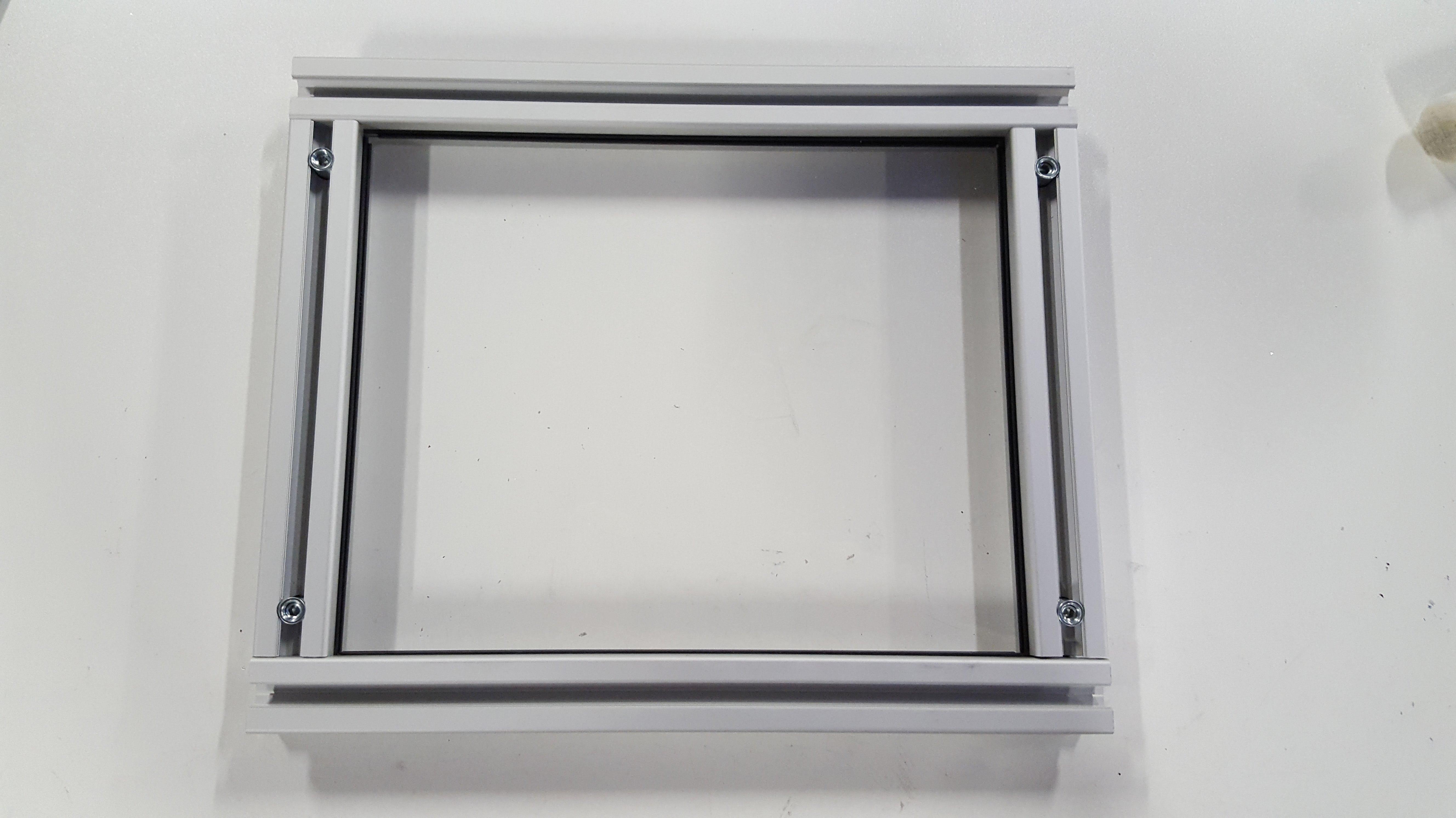 Create a window in modular aluminum profiles - Systéal