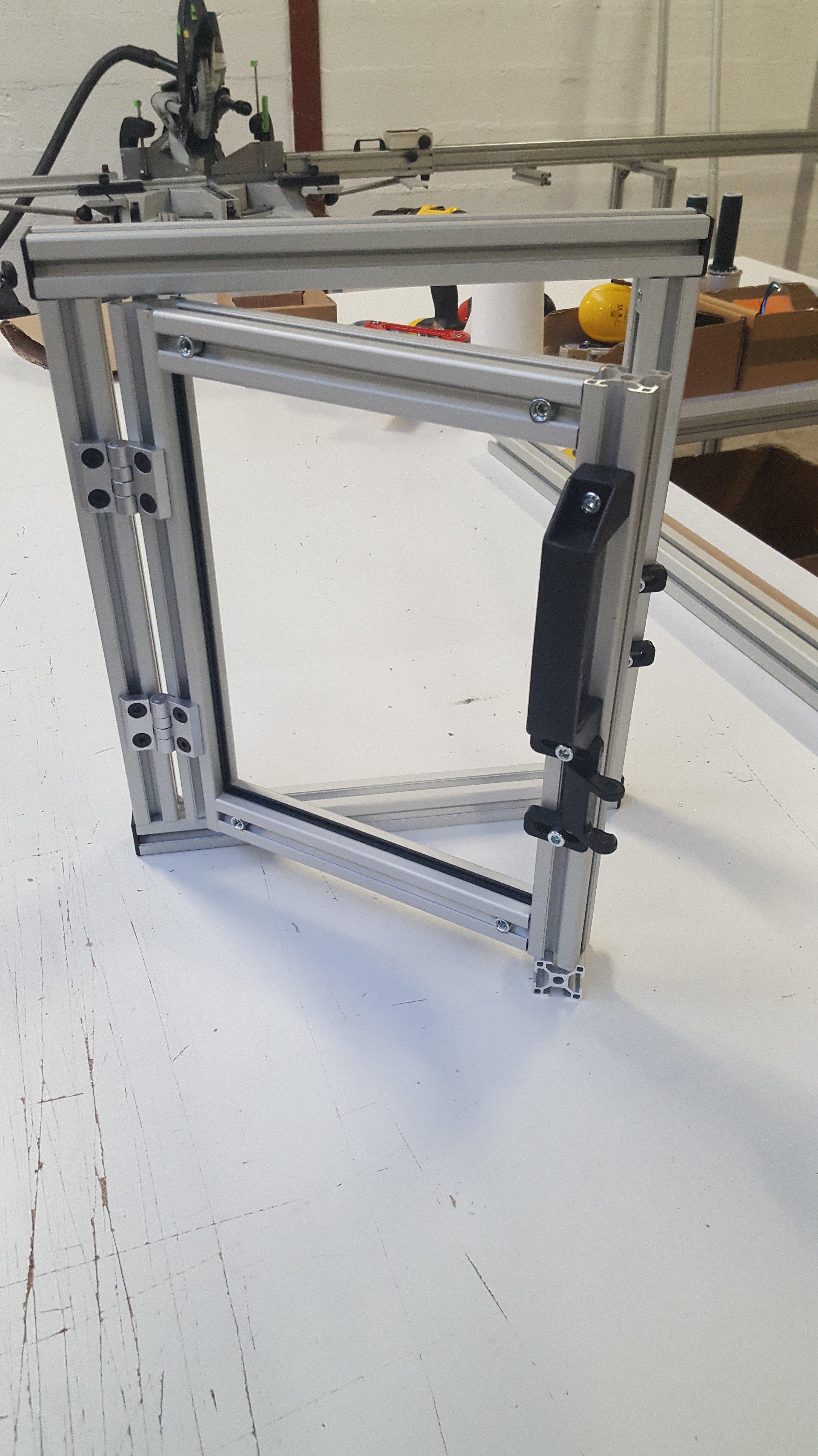 R aliser une fen tre en profil s aluminium modulaire syst al for Fenetre 30x30