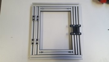 Create a window in modular aluminum profiles