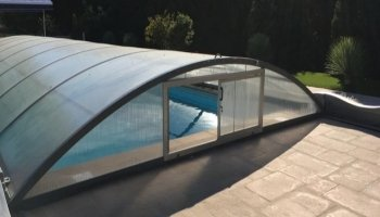 Creation of a sliding window on an existing pool enclosure